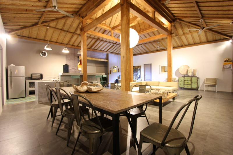 Dining_For_8_Persons_Overlooking_Kitchen_And_Living