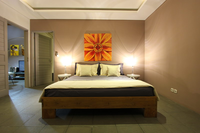 Flower_Painting_In_The_Bedroom