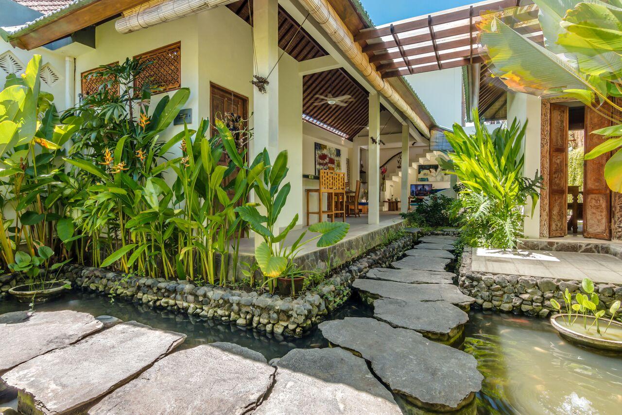 Villa Beji 580 409515938750 Fish Pond