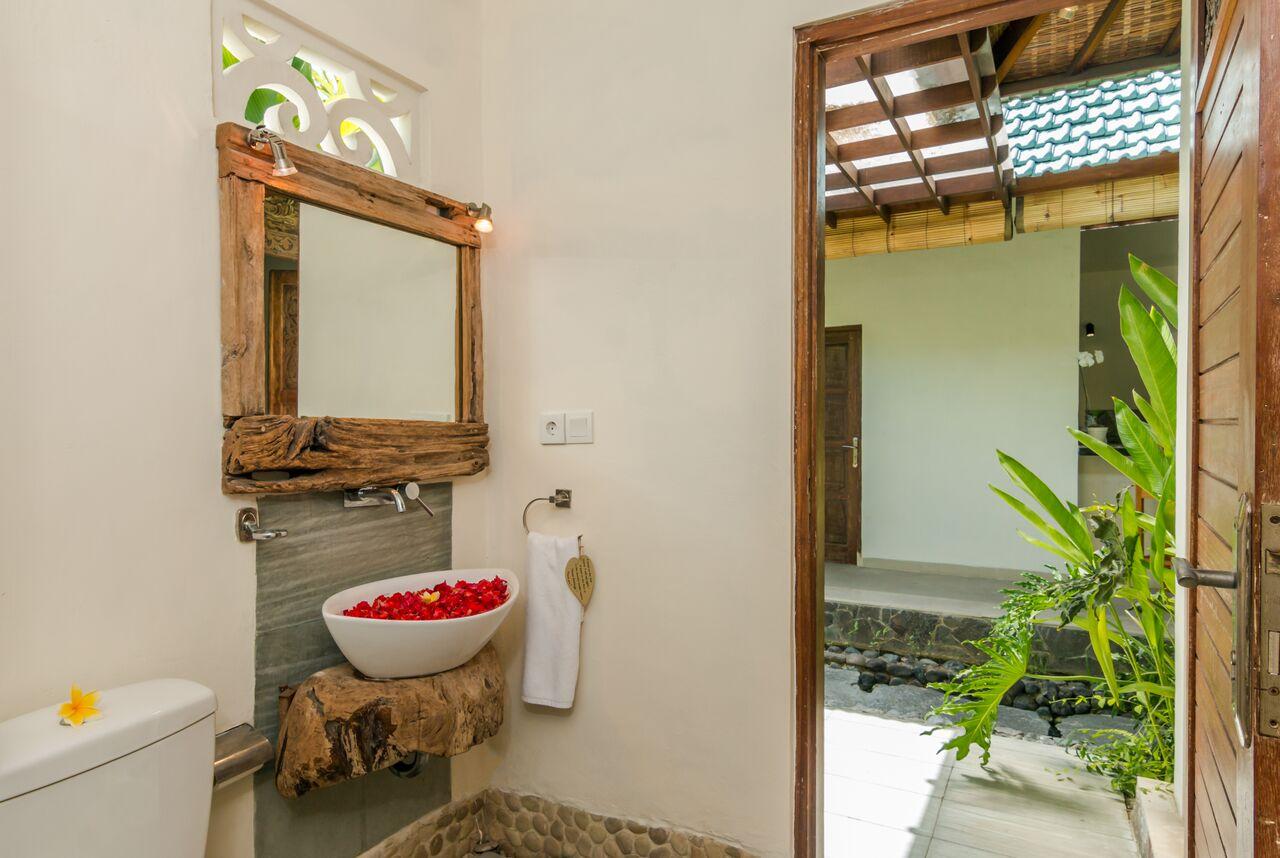 Villa Beji 580 572912854638 Guest Toilet
