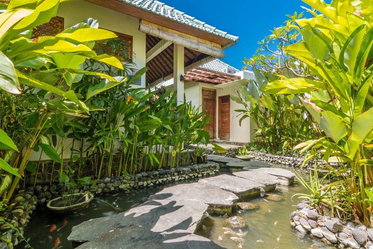 Villa Beji 580 730473597051 Fish Pond