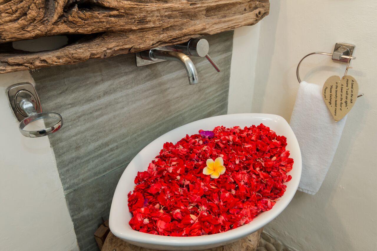 Villa Beji 580 86872175337 Guest Toilet