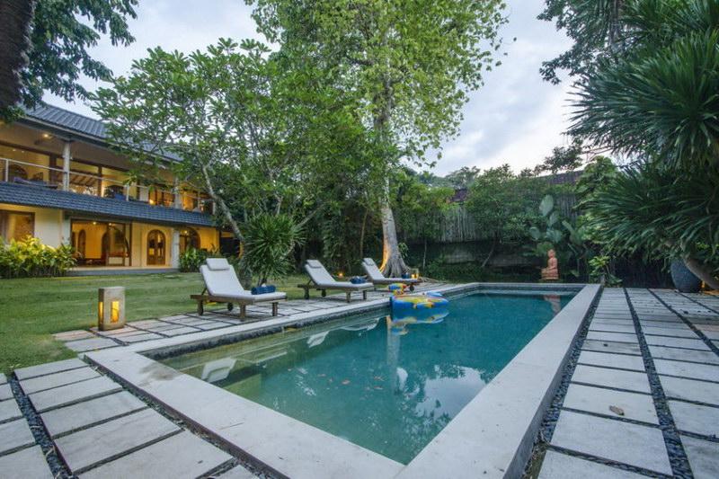Villa Bidadari 587 674486951423 Poolside
