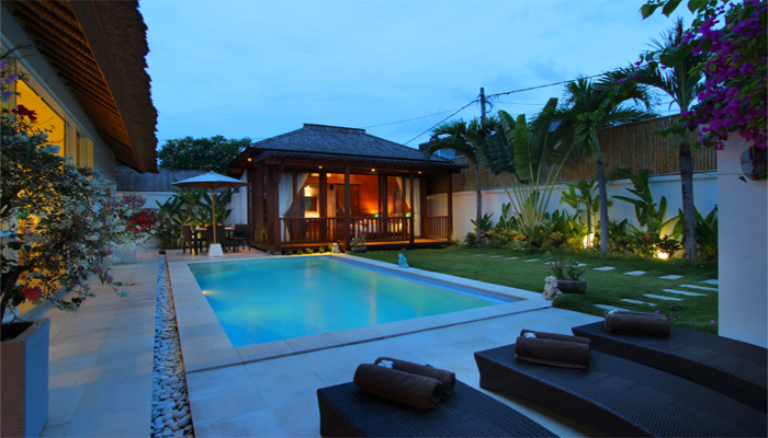 Villa Blue Pearl - 3BR Villa a few minutes away from Seminyak center